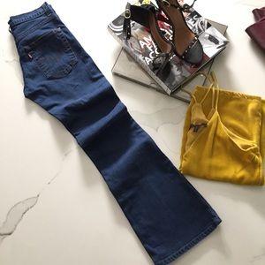 Levi's-Boot cut, mid rise jeans